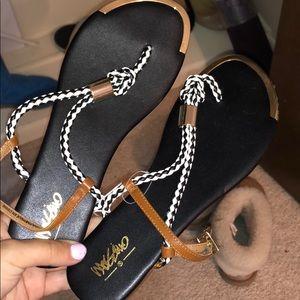Mossino sandals